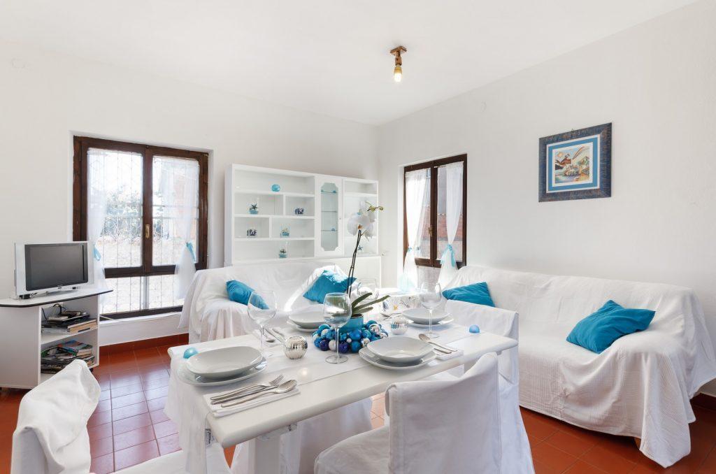 soggiorno azzurro tavolo (Copia)